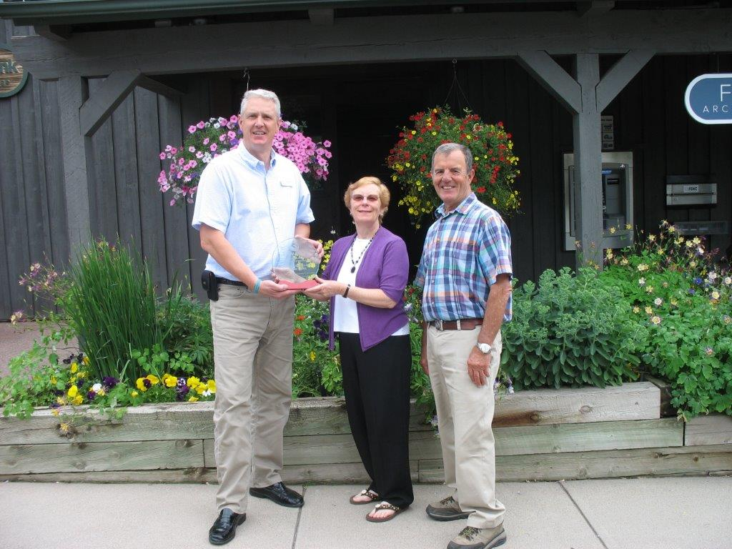Alpine Bank award presented to woman